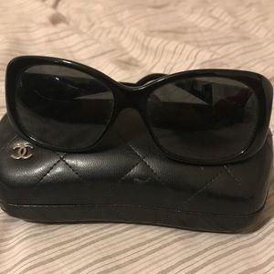 Chanel Charm sunglasses